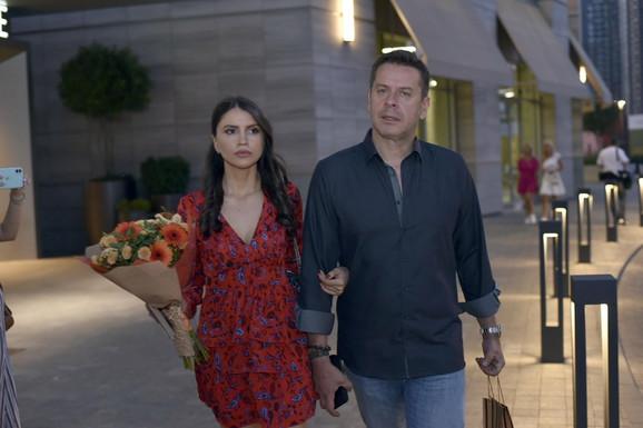RETKO JE VIĐAMO, EVO KAKO SAD IZGLEDA Vlado Georgiev se sa 15 godina mlađom ženom Milicom pojavio u centru Beograda