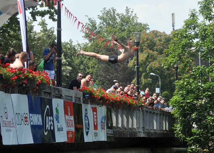 skokovi sa gradskog mosta Banjaluka (1)