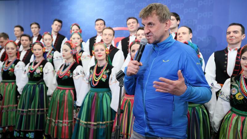 Marek Kamiński na konferencji prasowej na temat projektów na 100-lecie odzyskania niepodległości