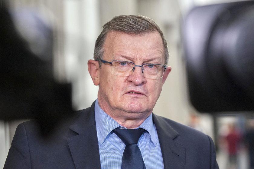 Tadeusz Cymański broni klapsów