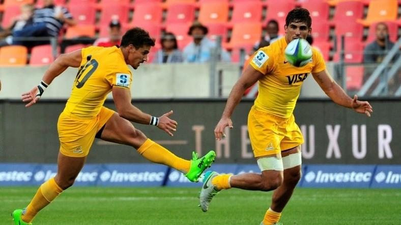Argentina's Jaguares fly-half Joaquin Diaz Bonilla (L) kicks the ball during the Super XV rugby match between South African Southern Kings and Argentina's Jaguares at the Nelson Mandela Nay rugby stadium on February 25, 2017 in Port Elizabeth