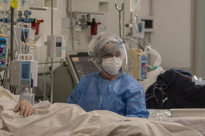 Medicinska sestra kaže da su njene kolege i ona na nogama i po 14 sati dnevno