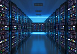 Okoński: Rząd przeniesie dane informatyczne do zewnętrznych chmur. Ma być bezpieczniej i taniej [WYWIAD]