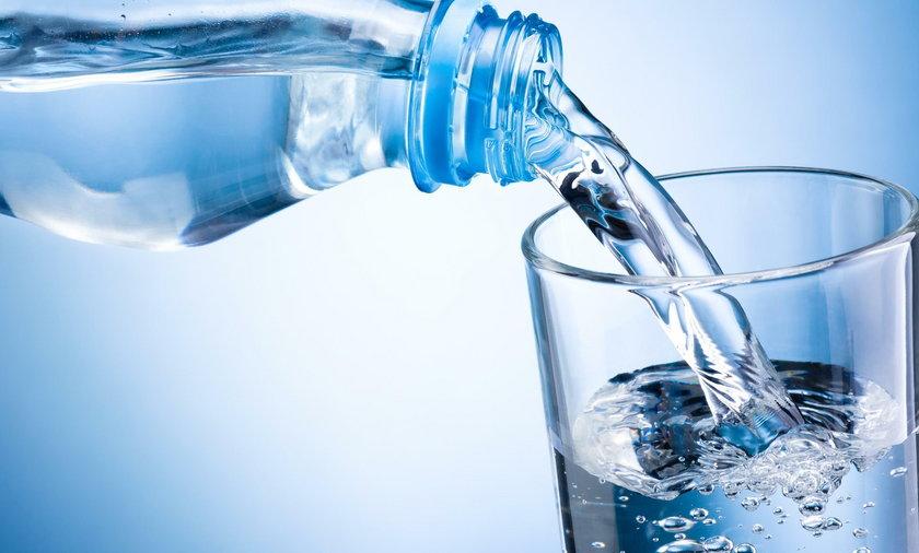 Woda gazowana może uszkadzać szkliwo i prowadzić do otyłości