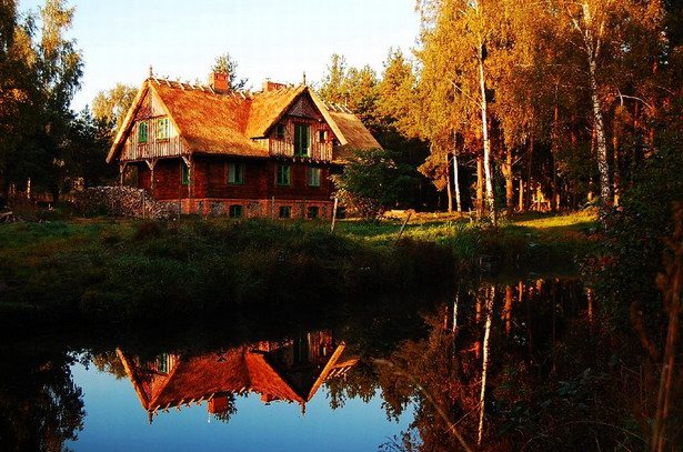 Drewniany dom w tradycyjnym stylu