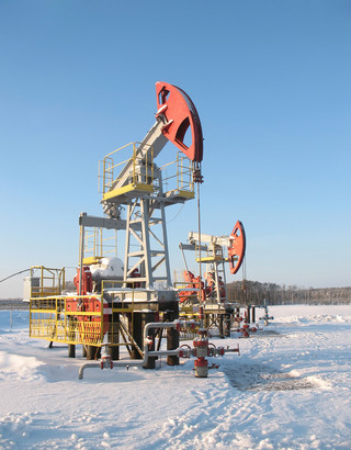 Kolejny dzień przeceny rubla i surowców: baryłka poniżej 60 USD