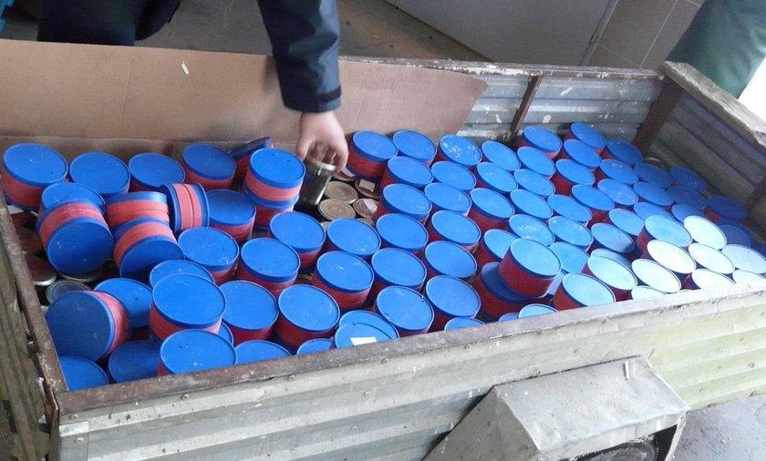 Pojemniki z kawiorem z jesiotra syberyjskiego
