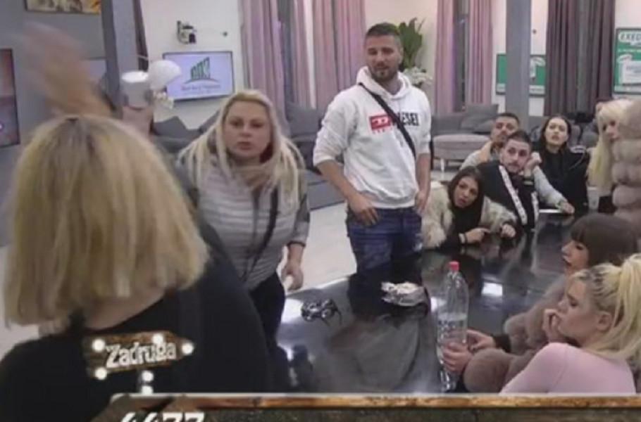 Marija Kulić i Jelena Golubović u klinču