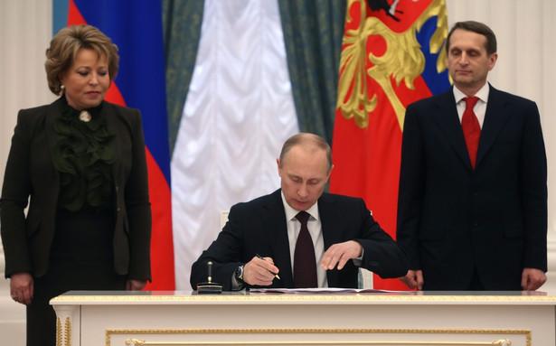 Putin podpisał ustawę o przyłączeniu Krymu. Fot. PASERGEI CHIRIKOV/ POOL PAP/EPA