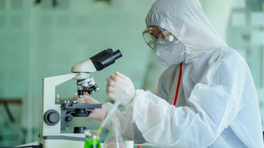 Ryzyko śmierci na koronawirusa pięć razy większe niż w przypadku grypy? Badania naukowców