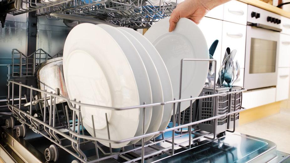 Bardzo ważne jest regularne czyszczenie wnętrza zmywarki