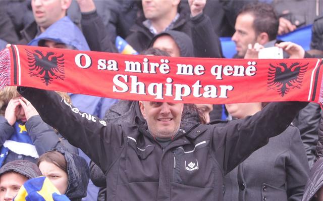 Navijač fudbalske reprezentacije tzv. Kosova na debiju te selekcije