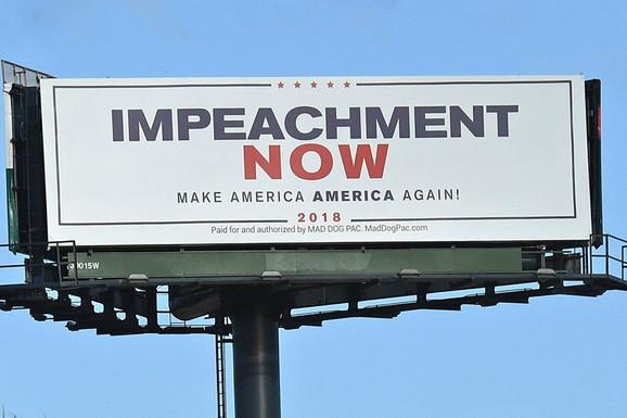 Bilbord sa pozivom na impičment na Floridi prošle godine