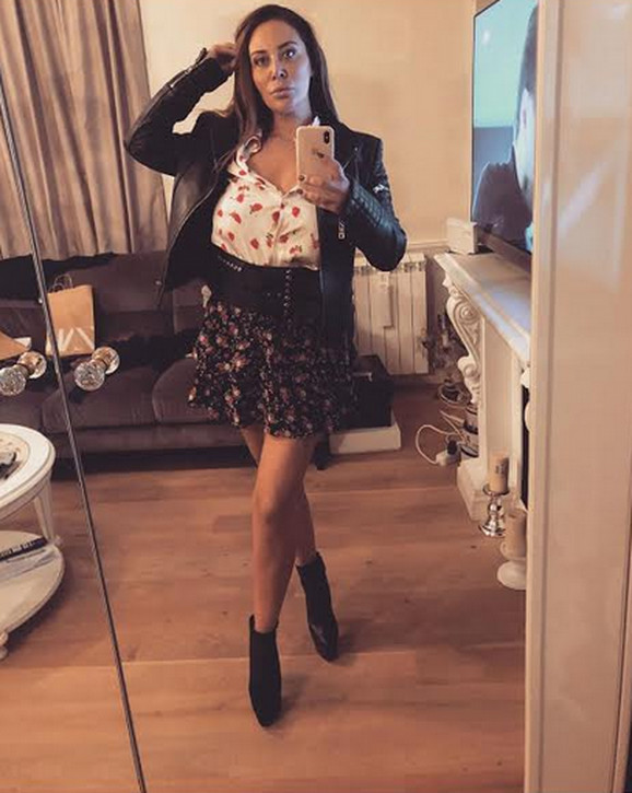 Ana Nikolić selfi u ogledalu