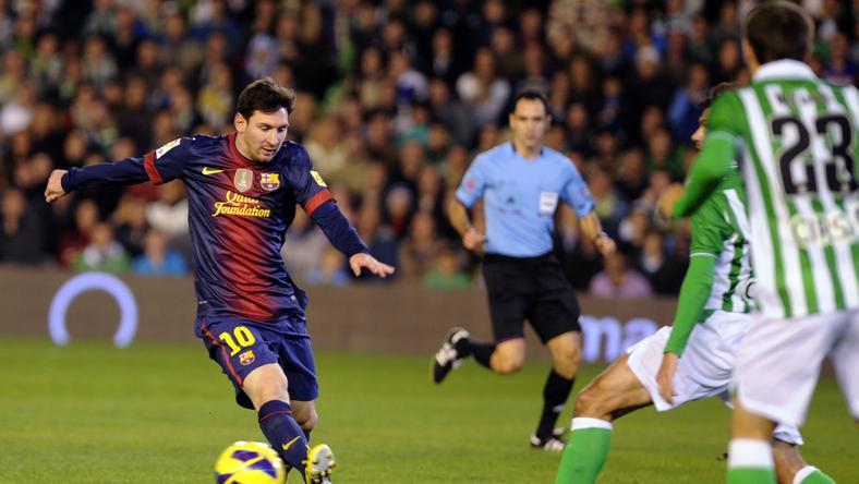 Lionel Messi (L)