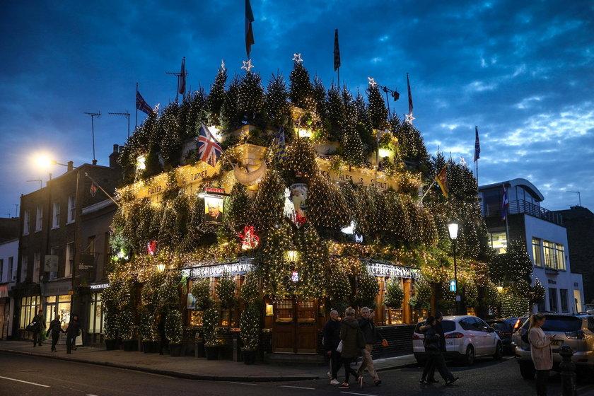 Pub udekorowany w 90 choinek i 21 tysięcy lampek!