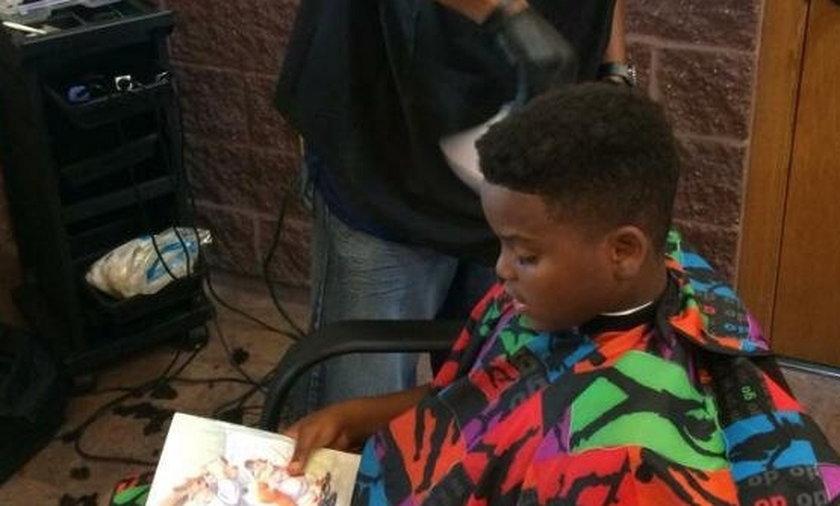 Fryzjer obcina za darmo dzieci