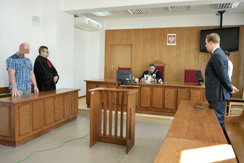 Rozprawa policjanta przeciw Robertowi Biedroniowi