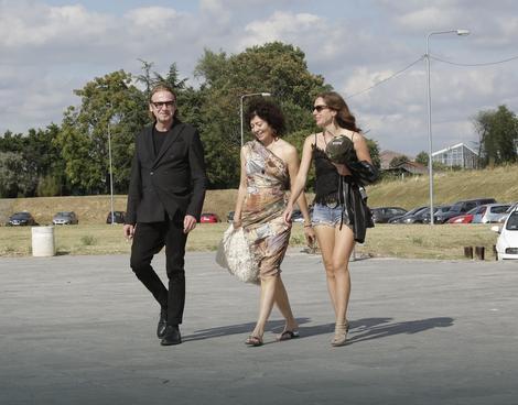 Irena Đurić, nekada Mišović došla je u pratnji prijatelja i sa drugom ćerkom Ivom