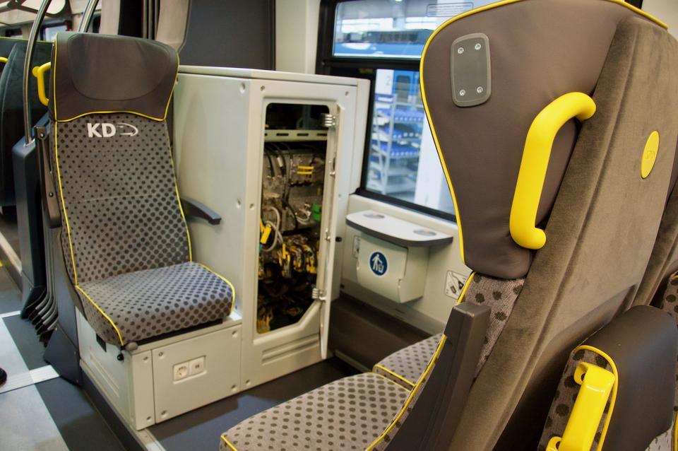 A to tzw. szafa ETCS, w której kryją się elementy europejskiego systemu sterowania pociągiem.