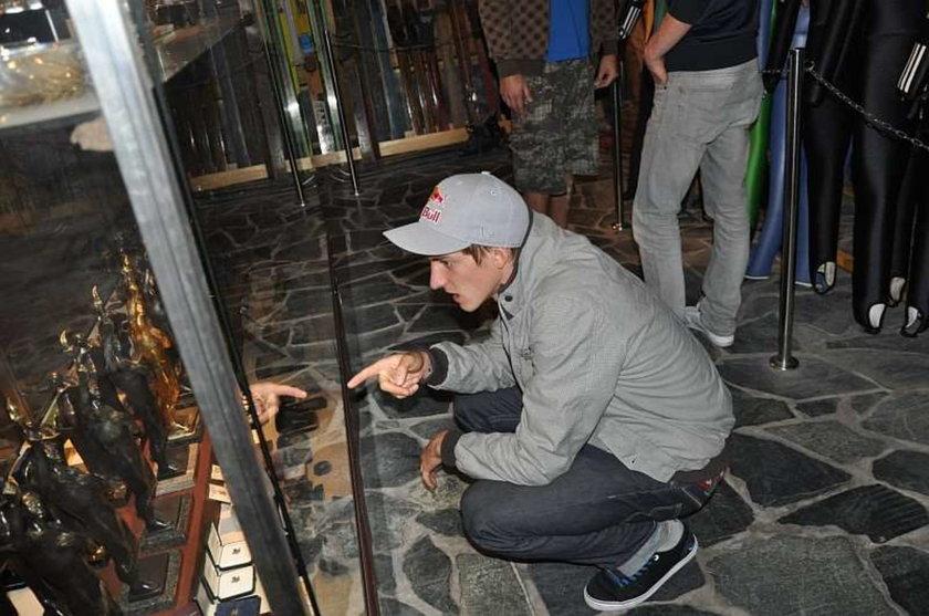 Gregor Schlierenzauer podziwiał trofea zgromadzone w muzeum Adama Małysza