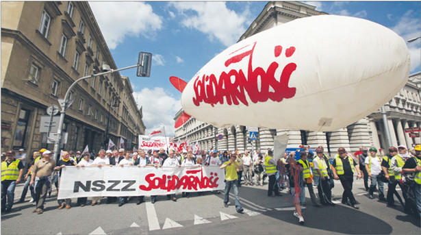 """Protest """"Solidarności"""" sparaliżował wczoraj życie w centrum Warszawy Fot. Paweł Supernak/PAP"""