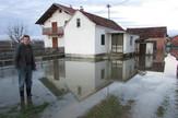 poplave gradiska Fekalije u dvoristima u Kozincima