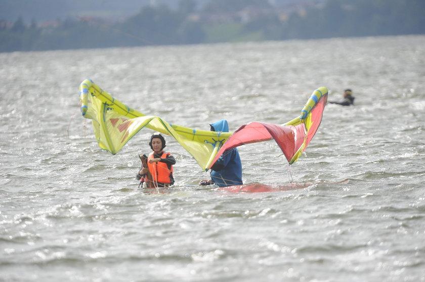 Anna Kalczyńska bierze lekcje kitesurfingu