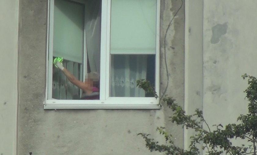 Komendant Szymczyk korzysta ze sprzątaczek policji!