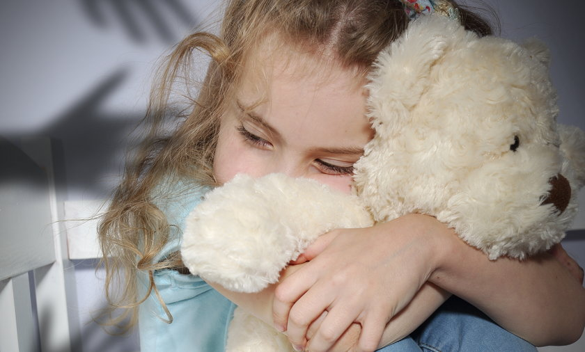 Ponad 35 proc. wskazanych sprawców pedofilii to członkowie rodziny skrzywdzonego dziecka; a w niemal 30 proc. spraw podejrzanym była osoba duchowna.