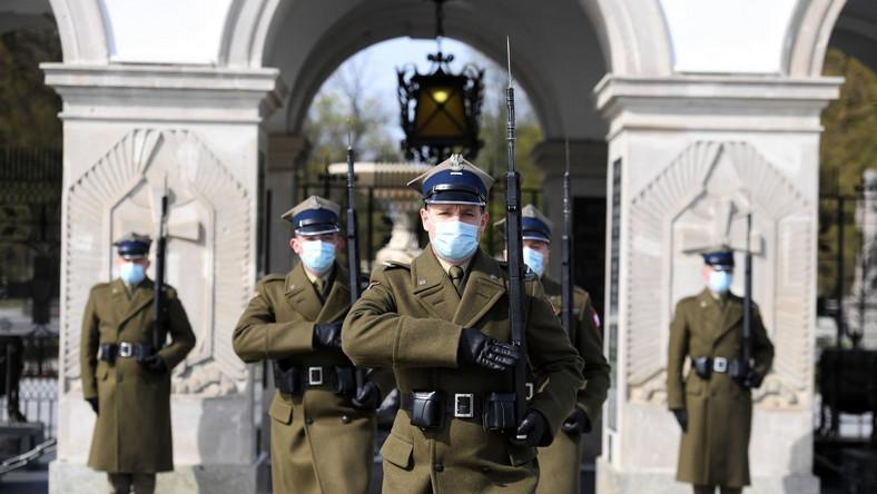Zmiana warty przed Grobem Nieznanego Żołnierza w Warszawie
