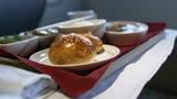 Jedzenie w samolocie droższe o ponad tysiąc procent!