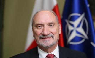 Szefowanie smoleńskiej podkomisji pozbawi Macierewicz poselskiego mandatu? Raczej nie