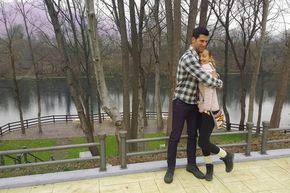 LJUDI SE PITAJU, DA LI JE OVO UOPŠTE U SRBIJI Novak sa porodicom odseo u KUĆI IZ BAJKE, luksuz izgleda neverovatno - a sve je na obali Drine /FOTO/