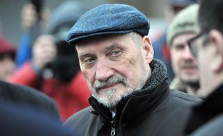Macierewicz: Organizacje proobronne łącznikiem między wojskiem i narodem
