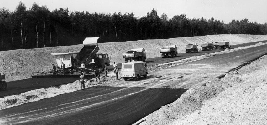 """Na budowie """"matki polskich autostrad"""" działy się zawstydzające rzeczy. Władze PRL ukrywały niewygodną prawdę"""