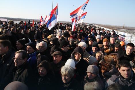 Okupljeni građani na ceremoniji početka radova na izgradnji mosta