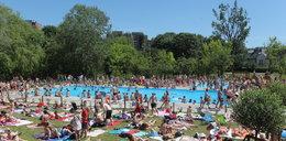 Warszawiacy tłumnie wylegli na baseny