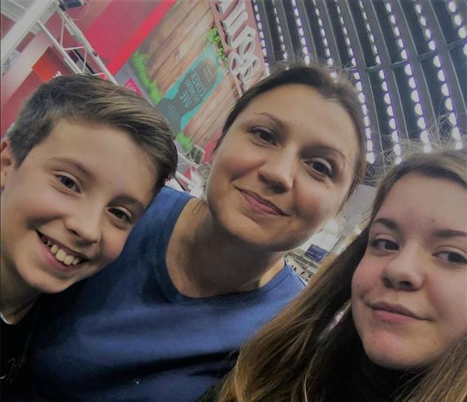 Jelena Kovinčić sa ćerkom i sinom