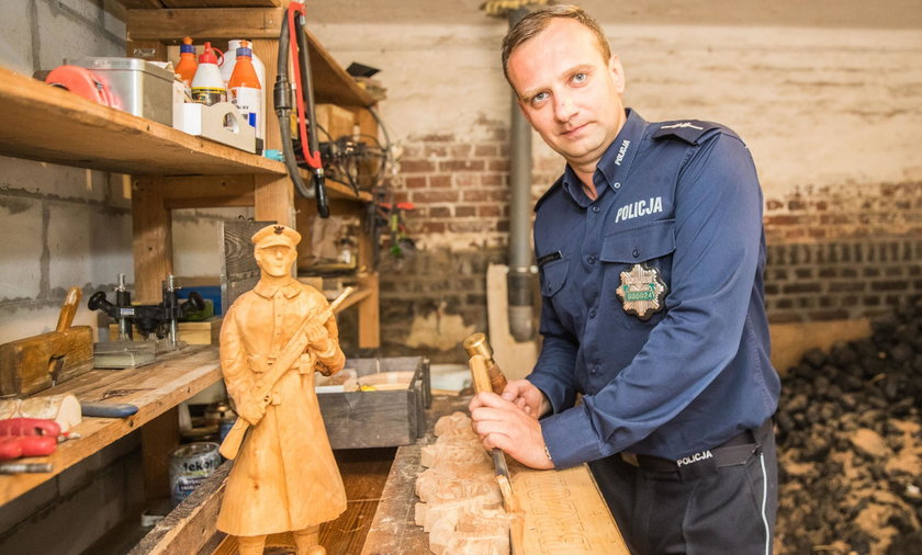 Policjant-rzeźbiarz