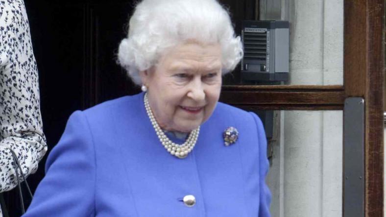 Monarchini odwiedziła wczoraj w szpitalu swojego męża, księcia Filipa