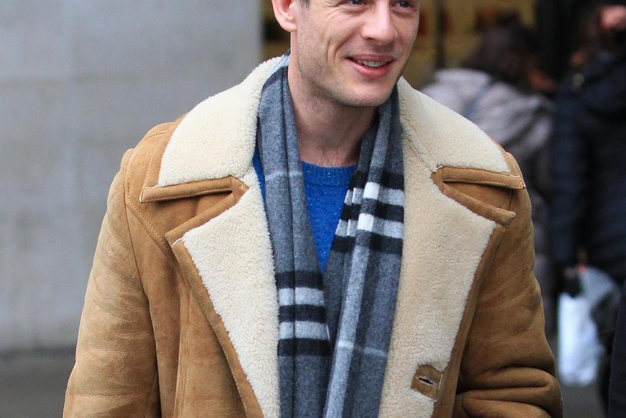 Grantchester and Happy Valley actor James Norton leaving BBC Radio One studios - London / IALA , kod: 185327-Xposure