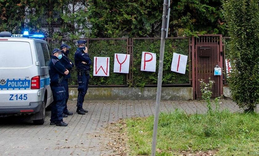 Zbierają pieniądze na prawników dla zawieszonych policjantów