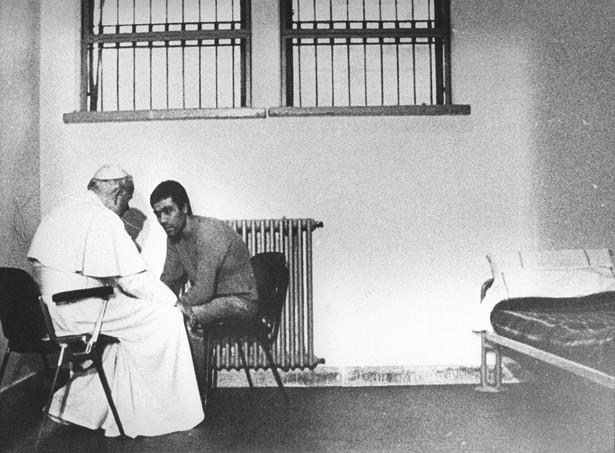 Na prośbę papieża 13 czerwca 2000 r. Mehmet Ali Ağca został ułaskawiony przez prezydenta Włoch Carlo Azeglio Ciampiego. fot. Agenzia Aldo Liverani/NEWSPIX.PL