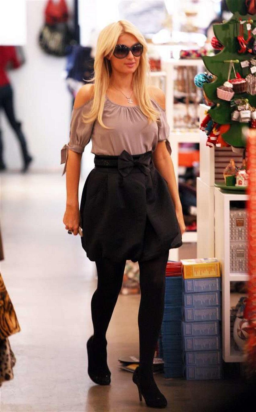 Paris Hilton robi świąteczne zakupy