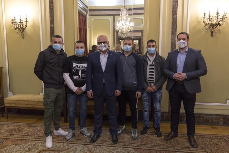 Vesic urucuje nagrade spasiocima ras fot vladimir zivojinovic 3 preview