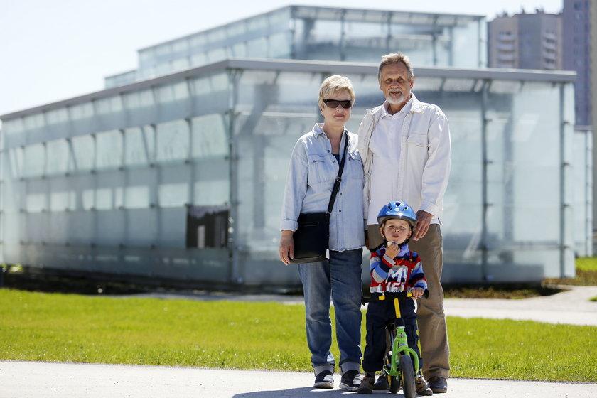 Iwona i Krzysztof Ociepka z wnukiem Adasiem