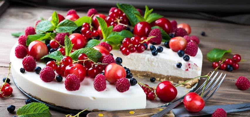 Masz jogurt i owoce? Przygotuj prosty deser