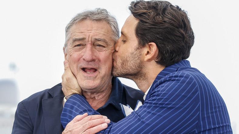 """Najgłośniejszy upadek Cannes 2016 stał sięudziałem Helen Mirren, która promowała swój nowy film """"The Unknown Girl"""". 71-letnia gwiazda potknęła się na słynnych schodach, a potem –jak na prawdziwą damę przystało – wstała i z uśmiechem ruszyła prosto przed siebie. Wiele mówiło się też o bosych stopach Julii Robert. Amerykanka pojawiła sięna czerwonym dywanie bez obuwia w nawiązaniu do ubiegłorocznego skandalu, gdy na jedną z premier nie wpuszczono aktorki, bo zamiast szpilek odważyła się obuć w płaskie sandały. Spore zamieszanie wywołała prawie naga na wielkiej gali modelka Bella Hadid, której canneńską kreacjęokrzyknięto """"najbardziej skandaliczną sukienką wszech czasów"""". Jednak prawdziwy skandal związany był z osobą Woody'ego Allena i powracającymi oskarżeniami o seksualne molestowanie jego adoptowanej córki Dylan Farrow –tużprzed rozpoczęciem festiwalu syn Allena i Mii Farrow, Ronan opublikował artykuł, w którym ogłosił, że wierzy siostrze i zarzucił mediom zmowę milczenia w tej sprawie. Potem zaś miała miejsce niefortunna wypowiedź mistrza ceremonii otwarcia festiwalu –francuskiego komika Laurenta Lafitte, o tym że słynny reżyser """"tak wiele filmów kręci w Europie, a mimo to w Ameryce nigdy nie został skazany za molestowanie nieletnich"""". Co na to sam Allen? Odparł, że trzeba dużo więcej, by go obrazić. Za najgorszy film tegorocznego festiwalu uznano """"The Neon Demon"""" – nowe dzieło Nicolasa Windinga Refna. Wybuczano także """"Personal Shopper"""" Oliviera Assayasa z Kristen Stewart. Wreszcie napady zborowego śmiechu i gwizdów towarzyszyły także filmowi Seana Penna """"The Last Face"""" z Charlize Theron i Javierem Bardemem w rolach głównych. –To kolejny przykład amerykańskiego braku wyczucia i taktu, kiedy reżyserzy zza oceanu często ze szlachetnych pobudek biorą się za tematy takie, jak kryzysy humanitarne i wojny domowe – pisała Mariola Wiktor w relacji z Cannes dla dziennik.pl. Kolejny festiwal już za rok i znów siębędzie wiele działo... CZYTAJ WIĘCEJ >>>"""
