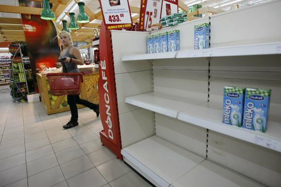 U Robnim rezervama ima svega stotinak tona mleka u prahu koje su namenjene Crvenom krstu, narodnim kuhinjama, bolnicama i vrtićima: Prodavnica u Beogradu
